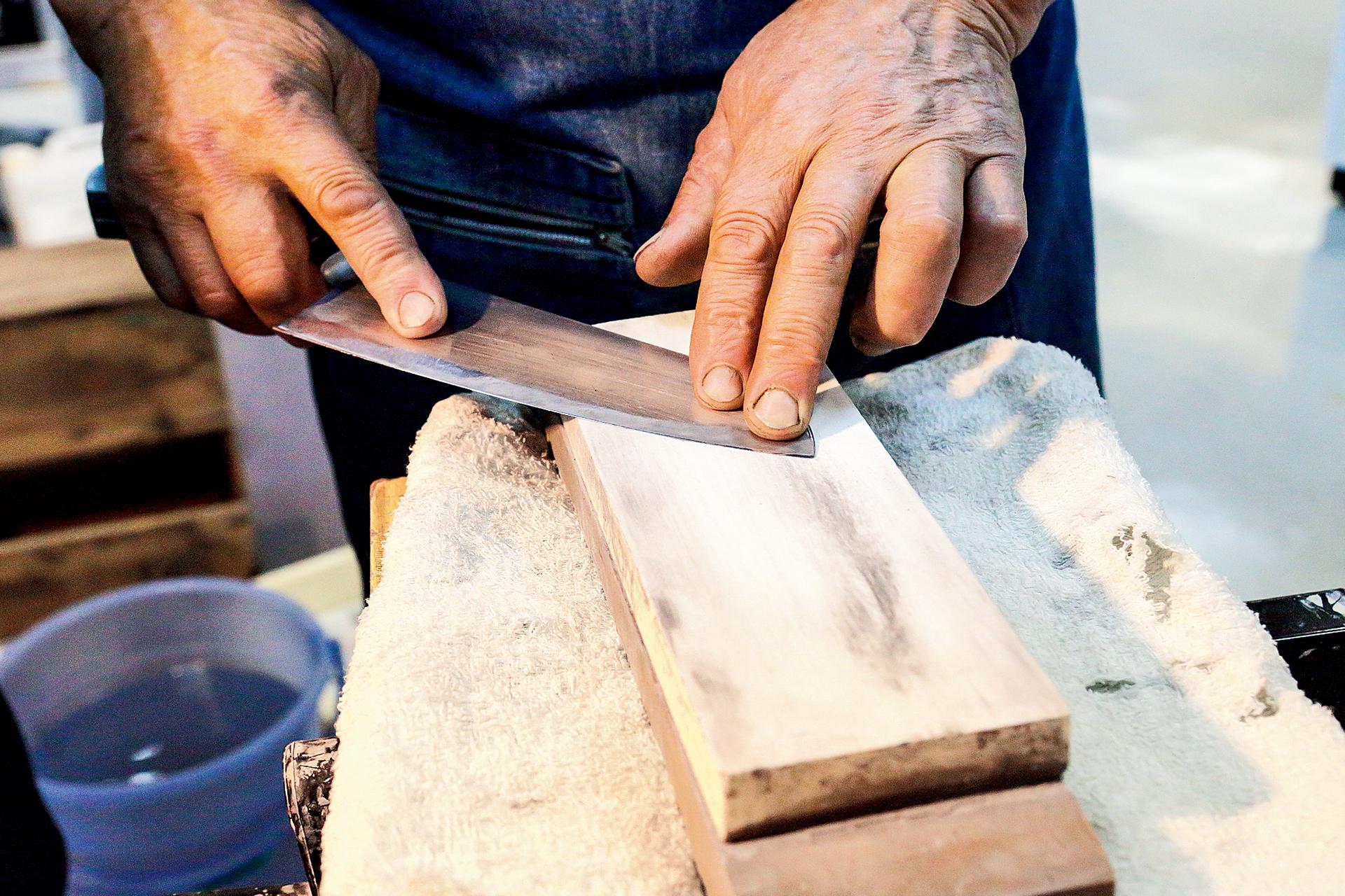 Knife Sharpening / Spoon Polishing / Name Engraving Demonstration